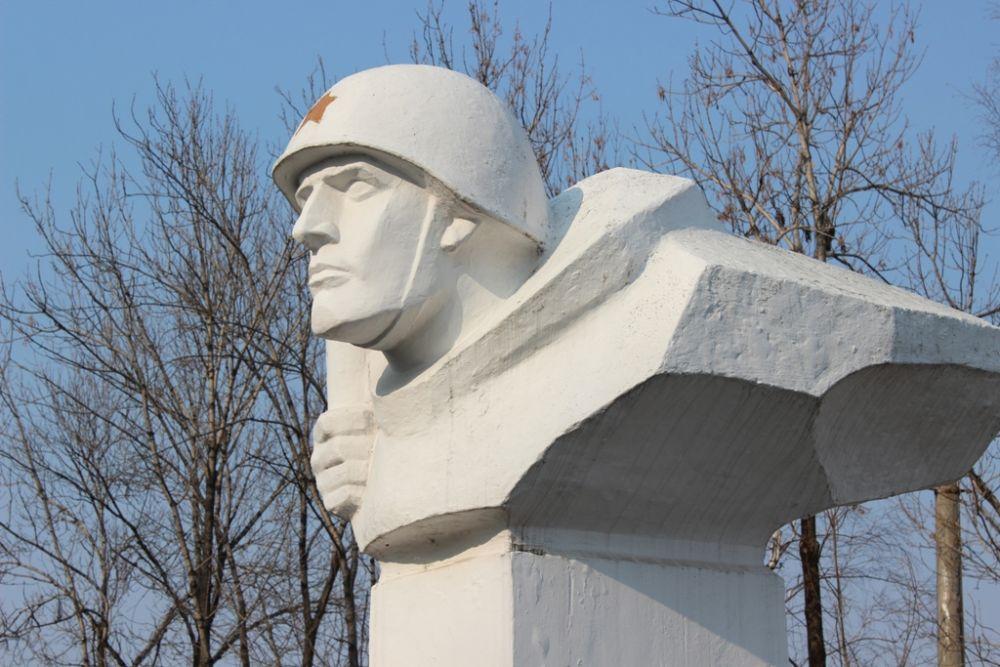 Экскурсия к памятнику герою Советского Союза И.Р. Бумагину